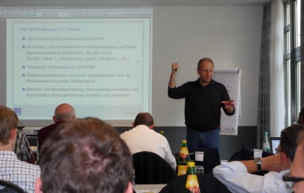 CE-Berater Jörg Ertelt in der Anwenderschulung zur Software WEKA Manager CE
